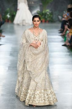 Rahul Mishra ICW 2018 collection was one of the best shows in couture week. Check out gorgeous bridal lehengas and outfits for the whole family in this post Pakistani Wedding Dresses, Indian Dresses, Indian Outfits, Bridal Dresses, Wedding Hijab, Wedding Wear, Wedding Cakes, Bridal Lehenga Choli, Indian Lehenga