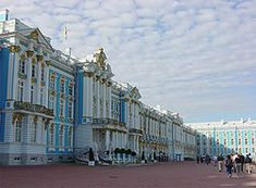 Catherine The Great Palace, St. Petersburg, Russia, North side of palace. It did gleam with all gold until when Catherine II had gilding replaced with olive drab paint. Peter The Great, Catherine The Great, Palaces, Places To Travel, Places To See, Moscow Hotel, Summer Palace, Interesting Buildings, Le Palais