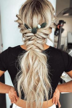 Already have a boho wedding dress but still dont know what to do with your hair? Look through our gallery of bohemian wedding hairstyles. mit böhmischen Frisuren 42 Boho Wedding Hairstyles To Fall In Love With Boho Bridesmaid Hair, Braided Hairstyles For Long Hair, Boho Wedding Hair Updo, Fishtail Braid Wedding, Braids On Long Hair, Braids For Wedding Hair, Wedding Hair With Extensions, Hair Styles For Wedding, Bridal Hair