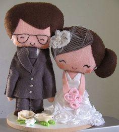 ~ Lovely idea ~ Felt Bride and groom cake topper from CrisArteira elo7