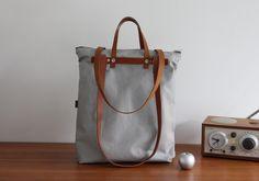 Diese tolle Tasche ist gleich 3 in 1: Schultertasche, Rucksack und Handtasche! Multifunktional und je nach Bedarf tragbar! Sie besteht außen aus festem, hellgrauem Canvas; innen ist die...