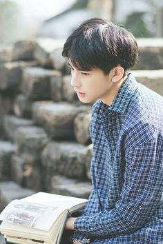COVER BY IFYRAA ___________________ Alvaro idaman para wanita. Cute Korean Boys, Asian Boys, Cute Boys, Bright Pictures, Daily Pictures, Two Block Haircut, Song Wei Long, Comic Tutorial, Korea Boy