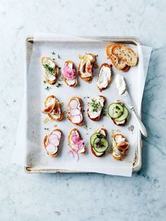 Toast isn't just for breakfast anymore! It's perfect for lunch, a quick week night meal or tasty weekend breakfast. Check out these 5 Amazing Toast Recipes for Food Porn, Tasty, Yummy Food, Junk Food, Bruschetta, Food Styling, Appetizer Recipes, Vegetarian Appetizers, Love Food