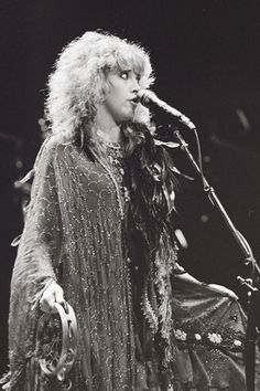 Stevie's odd expression during her 'The Wild Heart Tour' in Philadelphia in 1983 ~ ☆♥❤♥☆ ~