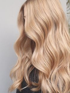 Varm blond balayage naturlig botten - Peach Stockholm balayage  blond  botten  naturlig  peach  stockholm  varm Stockholm, Natural Makeup For Blondes, Deep Set Eyes, Hair Locks, Radiant Skin, Skin Treatments, Balayage Hair, Clear Skin, Cute Hairstyles