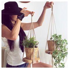 "Makrama życie z pasją 🦋 na Instagramie: ""#nocnasowa 🦉 czy #rannyptaszek 🦜? . . . ..#macrameartist #macramecommunity #makrama #makramapolska #makramazyciezpasja…"" Plant Hanger, Macrame, Modern, Plants, Trendy Tree, Plant, Planting, Planets"
