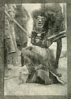 Songye figure Kabashilange Congo Burton field-photo - READ the article