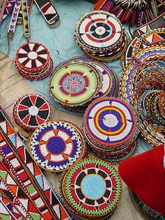 Using Art and Crafts in African Decor African Beads, African Jewelry, Kenya, Tanzania, Estilo Tribal, Afrique Art, African Crafts, African Tribes, African Design