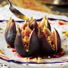 Figs with Honey, Almonds and Spices ~ A Mediterranean recipe with an oriental flavor, using the freshest seasonal fruits.