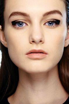 Interesting rectangular eyeliner