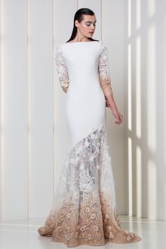 Tony Ward RTW FW 17/18 I Style 09 I Crepe dress in white and nude, with embroideries on the skirt and the ¾ sleeves