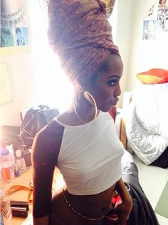 That wrap is LIFE - Hairstyle for black women Moda Afro, Curly Hair Styles, Natural Hair Styles, Pelo Afro, African Head Wraps, Do It Yourself Fashion, Pelo Natural, My Black Is Beautiful, Absolutely Gorgeous