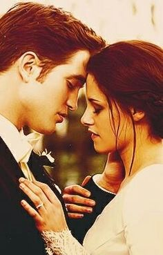 The Twilight Saga - A love story between a girl and a vampire. Rewatching all of the Twilight movies. Still love the whole saga, New Moon being my favourite. Edward Cullen, Edward Bella, Bella And Edward Wedding, Bella Cullen, Bella Wedding, Twilight Edward, Twilight Film, Twilight Quotes, Beau Film