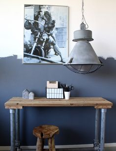 Tips for using industrial lighting in modern interior design Decor, Furniture, Interior, Eclectic Interior, Cool House Designs, Home Decor, Industrial Interiors, Modern Interior Design, Neutral Interiors