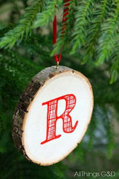 This DIY Monogrammed Wood Slice Ornament combines monograms, rustic, and plaid for a Christmas trend trifecta. Includes a free printable monogram to make your own! www.allthingsgd.com