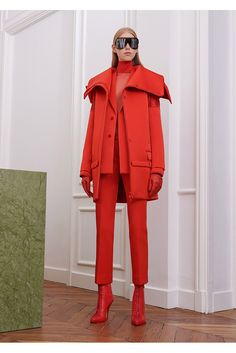Fashion Week Paris Fall/Winter 2017 look 19 from the Givenchy collection womenswear Red Fashion, Fashion 2017, Runway Fashion, Fashion News, High Fashion, Fashion Show, Fashion Trends, Fashion Check, Young Fashion