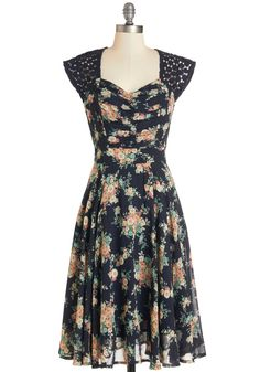 Put a Bard on It Dress. Youre sitting pretty for todays picturesque Shakespeare performance in the park, perched on your blanket in this lightweight floral dress!  #modcloth