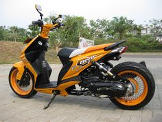 Modifikasi Honda Beat lowrider warna orange