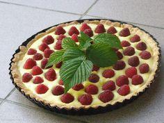 Custard tart with rasberries