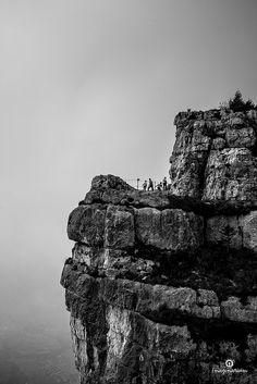 Salto dei Granatieri - Monte Cengio - Vicenza viene da chiedersi se chi oggi percorre questo sentiero, ha coscienza dell'importanza del gesto che, un secolo fa, migliaia di soldati italiani hanno compiuto.