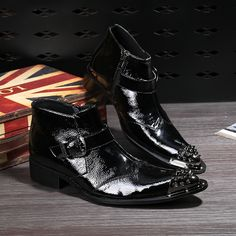 98.34$  Watch here - http://aliru6.worldwells.pw/go.php?t=32788019743 - High Quality New 2017 Men Boots Iron Spiked Toe Ankle Boots Black Patent Leather Bota Masculino Buckle Flat Shoes Men Coturno