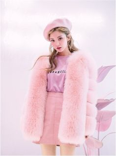Korean Fashion Trends you can Steal – Designer Fashion Tips Fur Fashion, Pink Fashion, Fashion Outfits, Fashion Tips, Harajuku Fashion, Kawaii Fashion, Ulzzang Fashion, Korean Fashion Trends, Asian Fashion