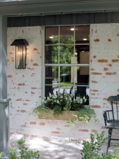 Fixer Upper Season 3 -- Old-World Charm for Newlyweds Prior to the renovation, the home exterior was plain brown brick. The distinctive whitewashing effect was achieved through a technique known as German mortar smear. Magnolia Farms, Magnolia Homes, Magnolia Market, Exterior Paint, Exterior Design, Exterior Shutters, Brick Design, Diy Exterior, Stucco Exterior