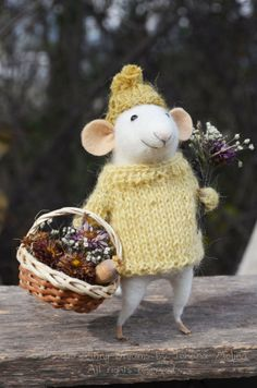 Little Collector Mouse - Needle Felted Ornament - Felting Dreams by Johana Molina