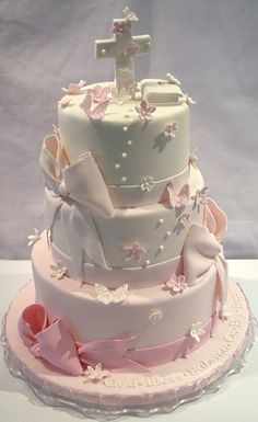 Clique na Pin na imagem e descubra outros modelos de Bolo e receitas Boy Communion Cake, First Holy Communion Cake, Comunion Cakes, Theme Bapteme, Cross Cakes, Religious Cakes, Confirmation Cakes, Girl Cakes, Macaron