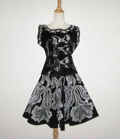 Vintage Black Mexican Hand Painted Velvet Blouse Skirt Set Outfit With Silver Sequin Design - Size M Mexican Blouse, Vintage Outfits, Vintage Clothing, Blouse And Skirt, Silver Sequin, 1950s Fashion, Skirt Set, Sequins, Velvet