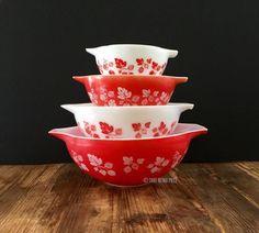 jaj pyrex_gooseberry_coral red_mixing bowls