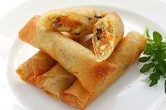 Ricetta involtini primavera - La ricetta per preparare in casa gli involtini primavera con le verdure: un piatto cinese, gustoso e perfetto come antipasto.