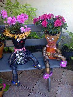 Fika a Dika - Por um Mundo Melhor: Decore seu Jardim 2 Clay Pot People, Flower Pot People, Tiesto, Garden Pots, Garden Ideas, Clay Pot Crafts, Clay Pot Projects, Diy Clay, Flower Pot Art