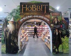 """""""Hobbit: Niezwykła podróż"""" już u nas! Wydanie specjalne 2DVD ze 100 minutowym materiałem dodatkowym, a także w limitowanej edycji z albumem """"The World of Hobbits"""" oraz 2-dyskowe wydanie Blu-ray z trójwymiarową okładką! Do 12 kwietnia tylko w Empiku!"""