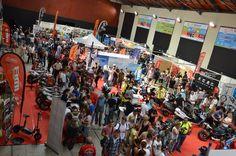 La Feria de la Movilidad Sostenible de Las Palmas de Gran Canaria (del 15 al 17 de abril) vivió ayer una gran jornada dominical, donde miles de personas se acercaron al edificio Miller del Parque de Santa catalina atraídas por la amplia variedad de modelos nuevos en el mercado de la moto de Canarias y las actividades paralelas de la feria.