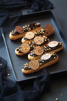 Profiteroles, Eclairs, French Desserts, Mini Desserts, Plated Desserts, Delicious Desserts, Dessert Recipes, Eclair Recipe, Food Presentation