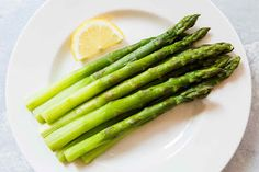 Do you want to discover the health benefits of asparagus? Explore 10 potential health benefits of asparagus at Health and stay better informed to make healthy living decisions. Asian Asparagus Recipes, Asparagus On The Stove, Ways To Cook Asparagus, Fresh Asparagus, Health Benefits Of Asparagus, Simply Recipes, After Life, Edamame, Pregnancy Tips