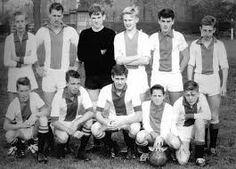 ♥ jonge Johan Cruijff (voorgrond 2e van rechts)