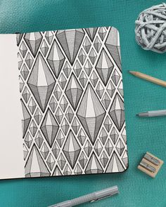 Pattern guides, drawing tutorials, how to draw geometric patterns step by step and doodle exercises for bullet journal or sketchbook - MORE ON PATREON Doodle Art Drawing, Zentangle Drawings, Mandala Drawing, Mandala Art, Pencil Art Drawings, Art Sketches, Flower Drawings, Zentangles, Zen Doodle Patterns