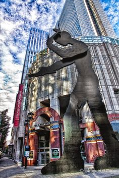 seattle art museum and the hammering man. I remember walking by this as a kid! Love my home!