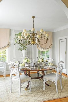 Fall in love with the most dazzling centerpiece ideas for your dining room decor White Dining Room Sets, Dining Room Lamps, Classic Dining Room, Dining Room Lighting, Dining Room Design, Dining Room Furniture, Dining Chairs, Dining Rooms, Tiny Living Rooms