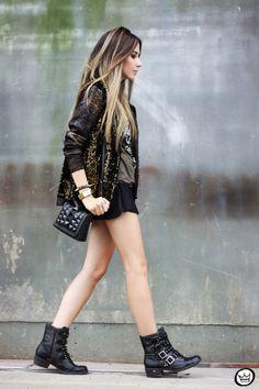 Look du jour: Rock'n'Roll. Sequin blazer, black shorts, black boots.
