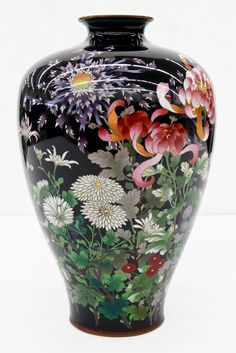 Important Japanese Cloisonne enameled vase. Intricately decorated with an array of blossoming flowers. Japanese Vase, Japanese Porcelain, Porcelain Jewelry, Porcelain Vase, Fine Porcelain, Pottery Painting, Pottery Art, China Painting, Flower Vases