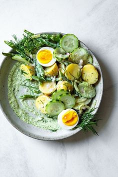 Green Goddess Potato Salad updated bull The Bojon Gourmet This green goddess potato salad gets a kick from pickled shallot crunchy vegetables and an herbaceous creamy dressing. Vegetarian Recipes, Cooking Recipes, Healthy Recipes, Pescatarian Recipes, Cooking Tips, Korean Recipes, Cooking Games, Healthy Foods, Easy Recipes