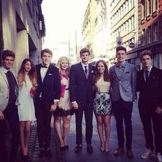 Joey, Zoe, Alfie, Louise, Jim, Tanya, Doug, and Marcus at the This is Us premiere! Ahh. Lucky Youtubers. :)) @Zoe James Sugg @Louise Cote SprinkleofGlitter @Tanya Knyazeva Burr