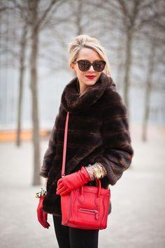 真っ赤な手袋が印象的♡おしゃれな手袋のレトロコーデ♡スタイル・ファッションの参考に♪