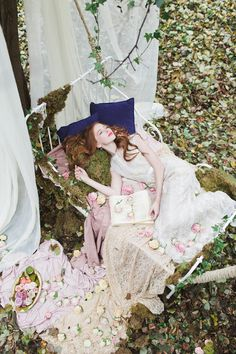 Enchanted forest wedding inspiration shoot with woodland wedding details and ideas for a fairytale forest wedding