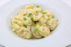 Schnelle Tortellini in einer Schinken Sahne Soße - Zu Faul Zum Kochen ? Snack Recipes, Snacks, Sauerkraut, Pasta Salad, Potato Salad, Shrimp, Spaghetti, Food And Drink, Vegan