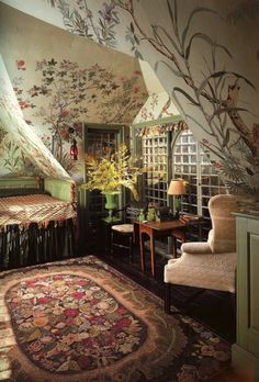 Beauport: Wallpaper under the eaves