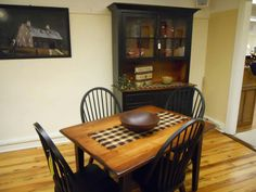 Perfect for my little dining room Country Furniture, Country Decor, Dining Rooms, Dining Chairs, Early American, Colonial, Home Decor, Rustic Furniture, Decoration Home